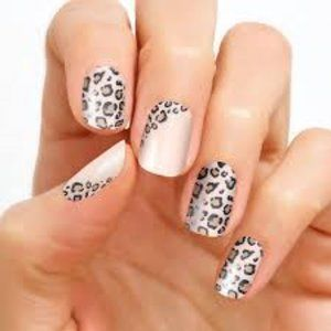 Trend Spotted Color Street Dry Nail Strips Set